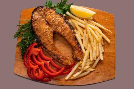 Fish steak with salad high angle shot 版權商用圖片 - 143940761