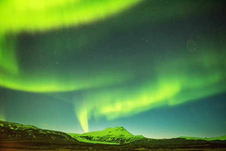 Northern lights mountain in Iceland. Background blurred. 版權商用圖片