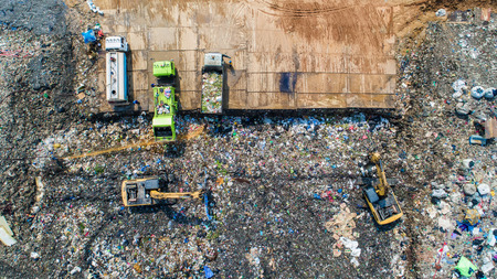 A lot of waste is disposed of in the waste disposal pits. Makro is working on a mountain garbage.
