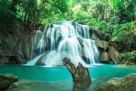 Huay Mae Kamin Waterfall, beautiful waterfall in autumn forest, Kanchanaburi province, Thailand Banco de Imagens