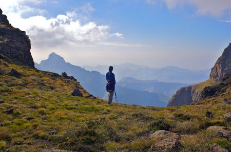 expansive: A fit young woman looks out over beautiful distant mountains Stock Photo