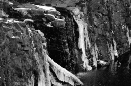 ice dam: Ice along the rocks