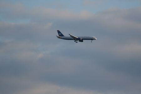 Pane Landing in an international airport Standard-Bild