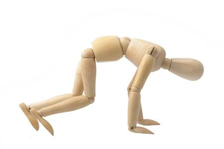 wood figurine:  mu�eco de madera sobre fondo blanco