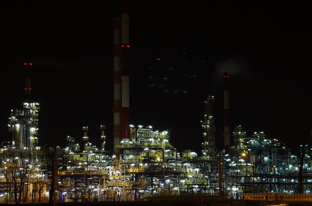 rafinery: view of large refinery in night