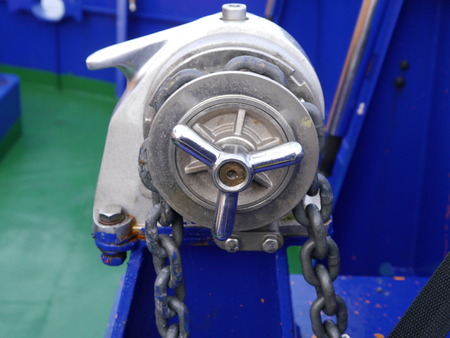 tether: manual anchor lifting device on ship