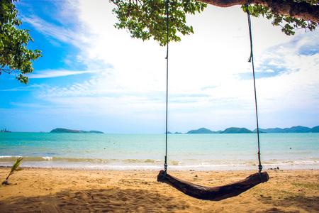 Houten schommeling op het strand, Chon Buri, Thailand Stockfoto