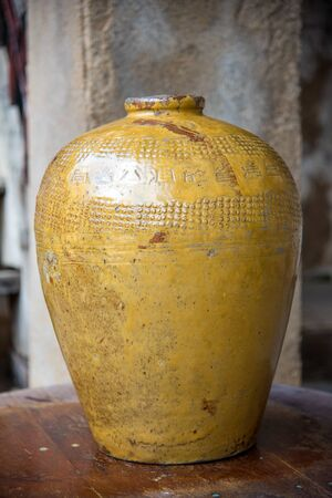 Traditional Chinese rice wine jars for liquor fermentation at thailand , old jar. Stockfoto