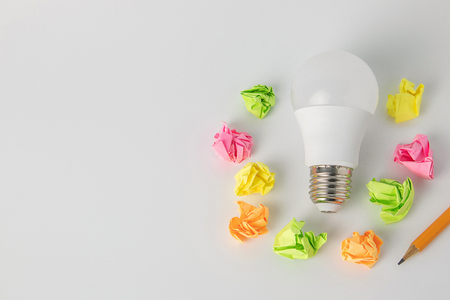 multi-colored sticky notes crumpled papers ball,Light bulb a pencil on white background office concept no idea 免版税图像