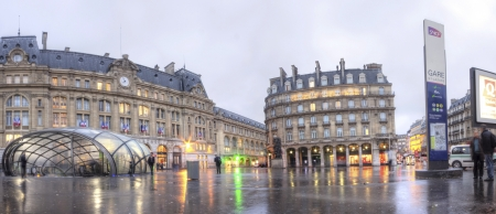 PARIS - OCTOBER 9 : Gare Saint-Lazare on October 9, 2012 in Paris. Paris Saint-Lazare through which transit 400,000 travellers a day is one of the six large train stations of Paris. The respect for the architecture is essential as the Gare St Lazare is in