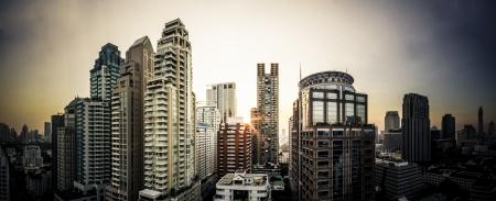 highend: BANGKOK - 28 marzo: scenario panorama esotico di Ploenjit a Mar 28, 2013 a Bangkok, Thailandia. Ploenjit ? una delle location principale per le aree di fascia alta di business e residenziali in Bangkok Thailandia.