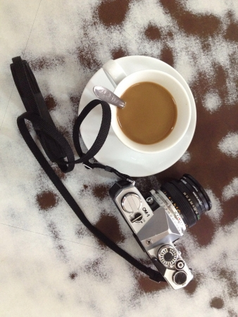 olympus: Olympus OM-1 camera and a cup of coffee  Stock Photo
