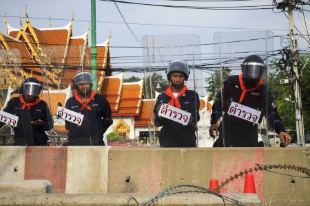 protestors: BANGKOK - NOVEMBER 11 : The police officers are on the duty at the bunker to confront the protestors of the political movement against the amnesty bill law of the nominee government in 11 November 2013 at the monument of democracy in Bangkok Thailand. Editorial