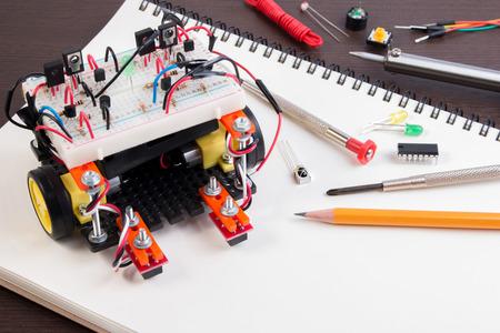 STEM of doe Electronic Kit, Line bijhouden robot concurrentie ideeën. detailopname.