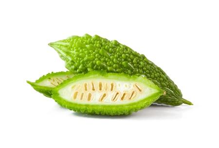 Bitter Melone isoliert auf weißem Hintergrund Standard-Bild