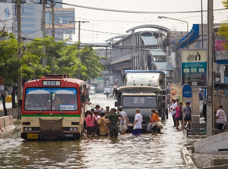 BANGKOK, THAILAND - NOVEMBER 5, 2011: Huge flood disaster in Thailand. As a result, unidentified people have to be evacuated from their houses on November 5,2011 Bangkok, Thailand. Stock Photo - 11109384