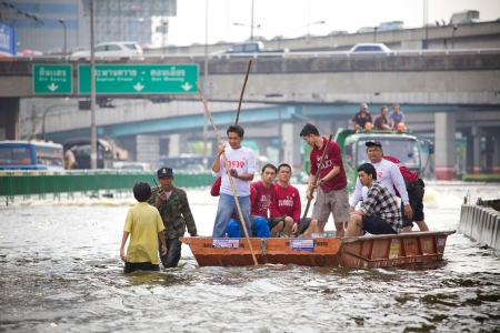 BANGKOK, THAILAND - NOVEMBER 5, 2011 : Rescue teams helping people to get home during the worst flooding in decades on November 5,2011 Bangkok, Thailand.