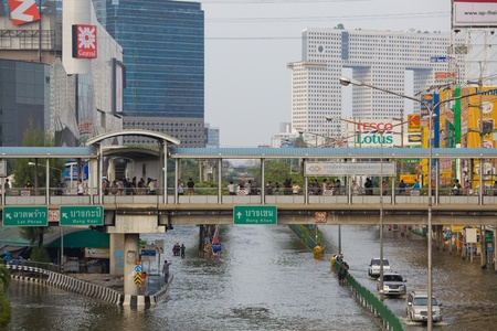 inundated: BANGKOK, THAILAND - NOVEMBER 5 : Thai flood hits Central of Thailand, higher water levels expected, cars navigating through the flood on November 5,2011 Bangkok, Thailand. Editorial