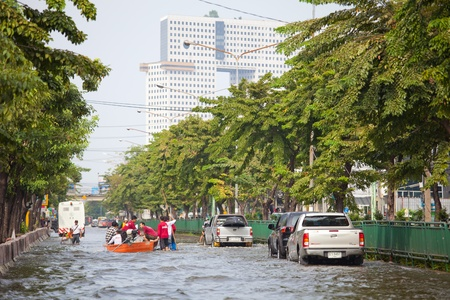 BANGKOK, THAILAND - NOVEMBER 5, 2011 : Thai flood hits Central of Thailand, higher water levels expected, cars navigating through the flood on November 5,2011 Bangkok, Thailand.
