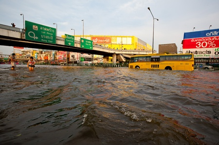 BANGKOK, THAILAND - NOVEMBER 5, 2011 : Thai flood hits Central of Thailand, higher water levels expected, cars navigating through the flood on November 5,2011 Bangkok, Thailand.