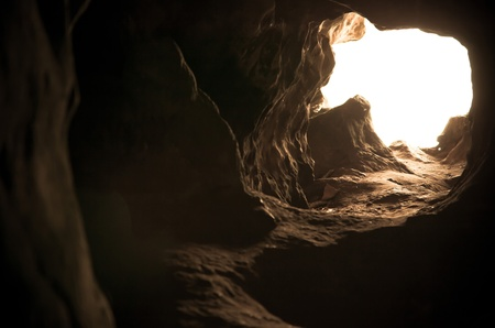 tunnel: La luz natural dentro de la cueva Foto de archivo