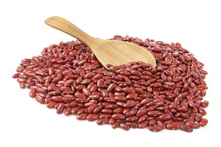 frijoles rojos: Frijoles rojos sobre fondo blanco