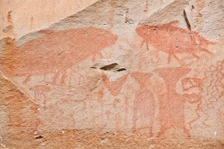 pintura rupestre: pintura antigua, Phatam Parque Nacional, Ubonrachathani, Tailandia Editorial
