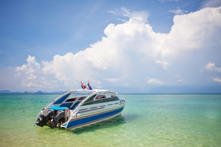 bateau: Speed ??Boat avec le ciel bleu en Tha�lande