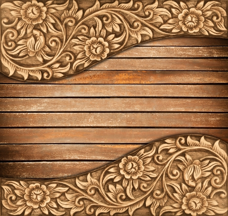 marco madera: El modelo de estructura de madera tallar flores sobre fondo de madera Foto de archivo