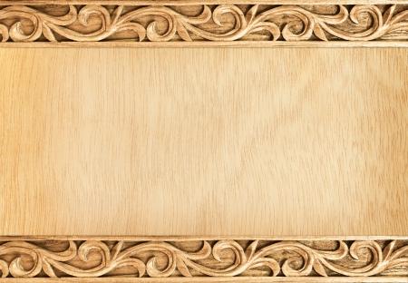 Patroon van de bloem gesneden frame op houten achtergrond