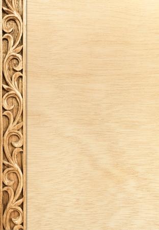 Muster der Blume geschnitzten Rahmen auf Holz Hintergrund Standard-Bild - 14321845