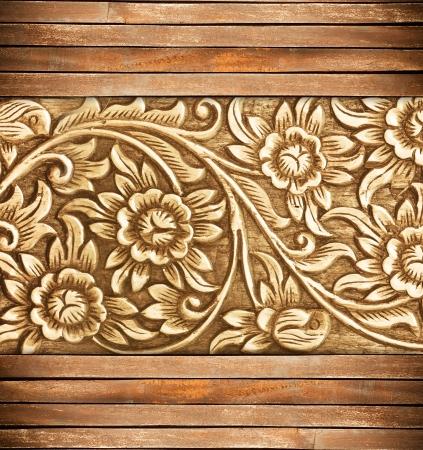 Muster von Holzrahmen schnitzen Blume auf Holz Hintergrund Standard-Bild - 14364301