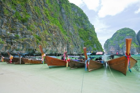 phi phi island: Cliff and boats in Phi Phi Leh south of Thailand