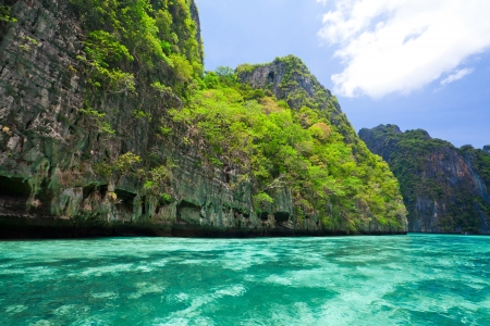 krabi: Cliff and the clear sea Phi Phi Leh south of Thailand