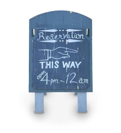 reservacion: reserva tablero de madera azul con bebidas y comida en blanco