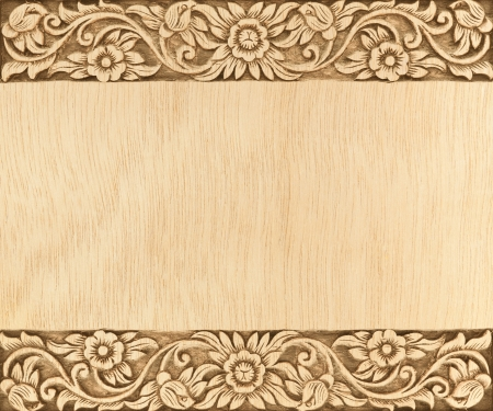 Muster der Blume geschnitzten Rahmen auf Holz Hintergrund Standard-Bild - 15299336