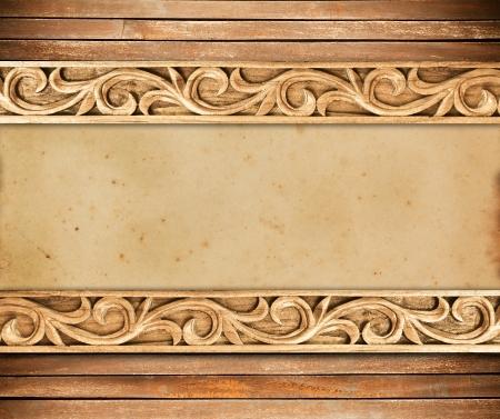 marco madera: Modelo de la estructura de madera tallar flor sobre fondo de madera Foto de archivo