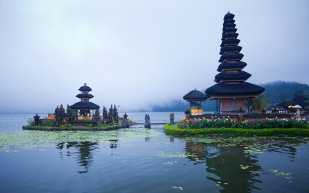 crater lake: Pura Ulun Danu Bratan temple on Bali, Indonesia