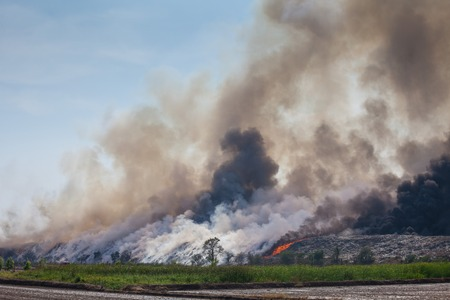Burning garbage heap of smoke from a burning pile of garbage Banco de Imagens
