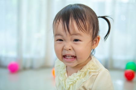familias jovenes: Portrait of little asian girl in home Foto de archivo