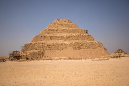 Pirámide escalonada de Djoser en Saqqara,, Egipto Foto de archivo - 80108512