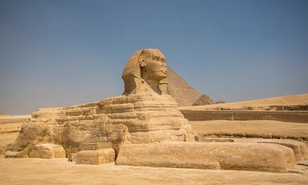 Esfinge y grandes pirámides en Giza, El Cairo, Egipto Foto de archivo - 86275051