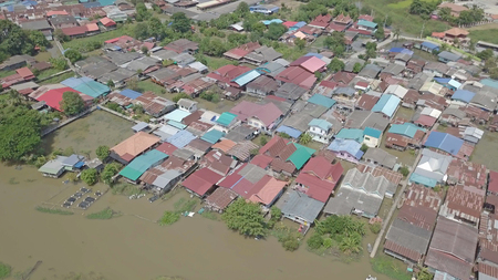 Vue aérienne des inondations dans la province d'Ayutthaya, en Thaïlande.