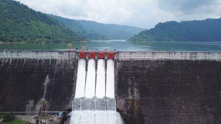 Luftaufnahme des Khun Dan Prakan Chon Dam in Nakhon Nayok, Thailand?