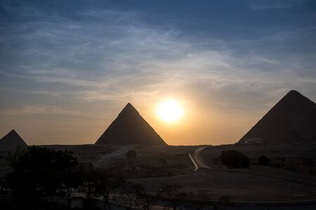 The Great pyramid on sunset in Giza, Egypt 免版税图像