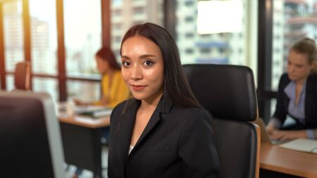 Asian business woman smiling on workplace 版權商用圖片 - 134716321