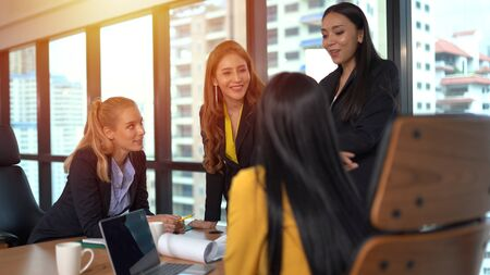 Businesspeople discussing together in conference room 版權商用圖片 - 134715964
