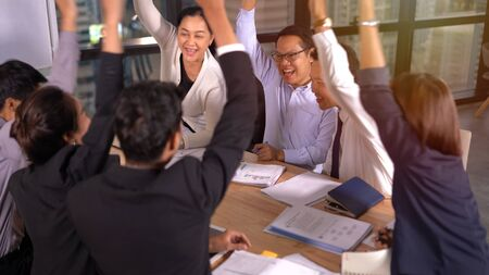 Group of business people achieving goals 版權商用圖片 - 134715454
