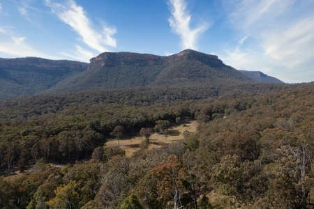 Drone aerial photograph of the mountain and forest in Megalong Valley in the Blue Mountains in Australia Banque d'images