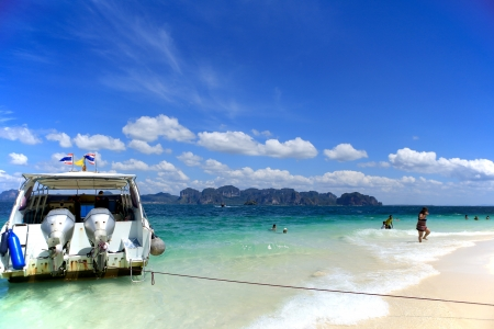 Sea Traveler in Thailand, poda beach, krabi province  Stock Photo - 18017266